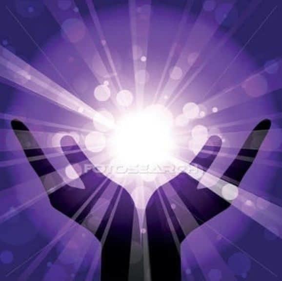 Mains chargées d'énergie positive