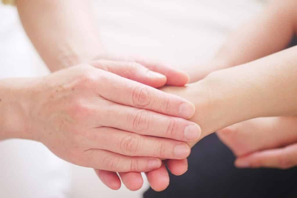 magnétisme curatif : les mains du bonheur